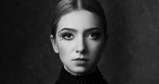 Remote Singer & Topliner - Viktoria Liv