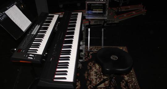 Keyboard player / songwriter - John Mattick