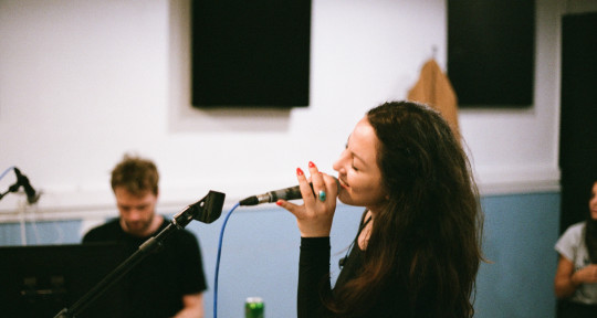 Singer Songwriter - Azalée
