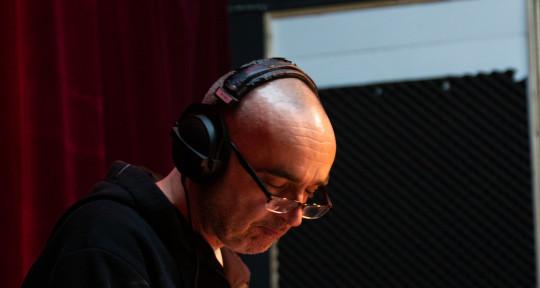 Session drummer, live/studio - Emil Fratrik