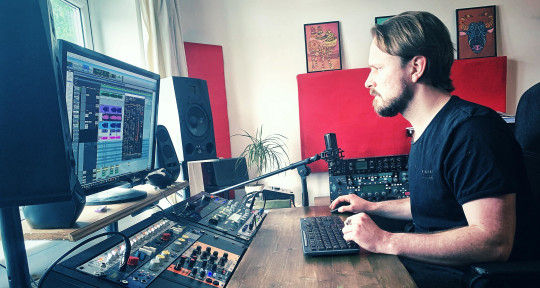 Experienced Mixing Engineer - Meyrick de la Fuente