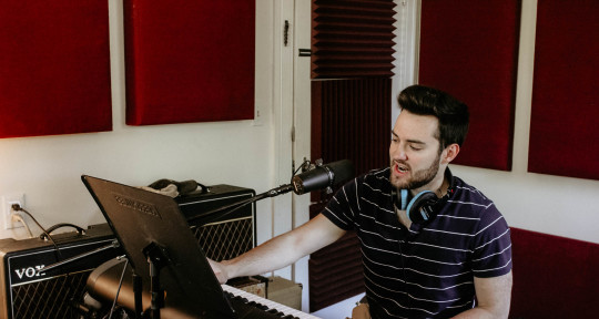 Session Keyboardist - Sam Mooney