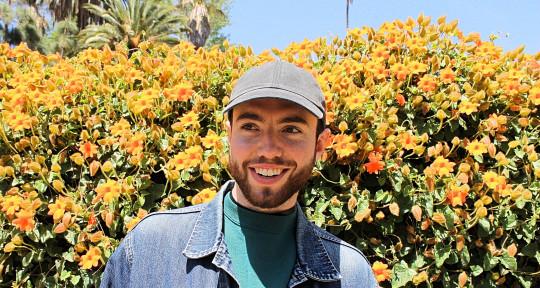 Songwriter, Vocalist, Pianist - Dan Graydon