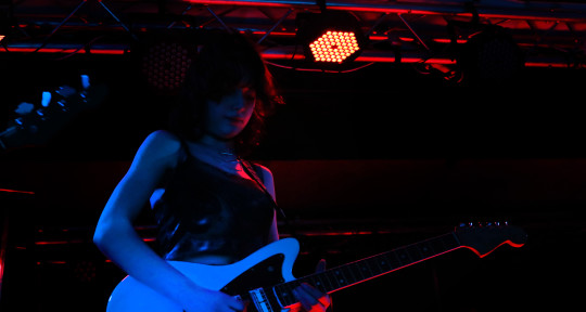 Songwriter & Session Guitarist - Izzy Martin