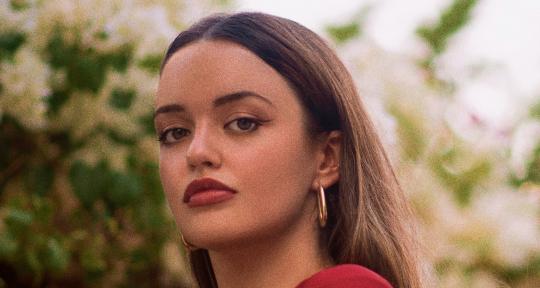 Pop female singer, songwriter - Alejandra Lopez Martin
