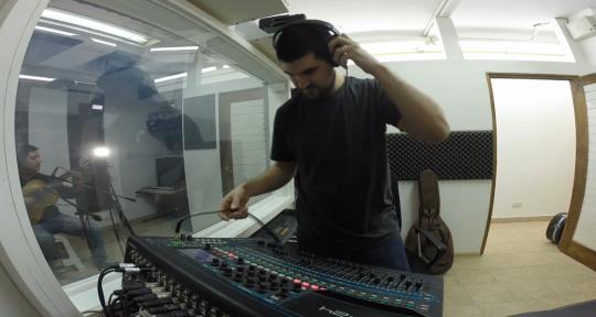 Podcast editing & sound design - Andrés Larrahona