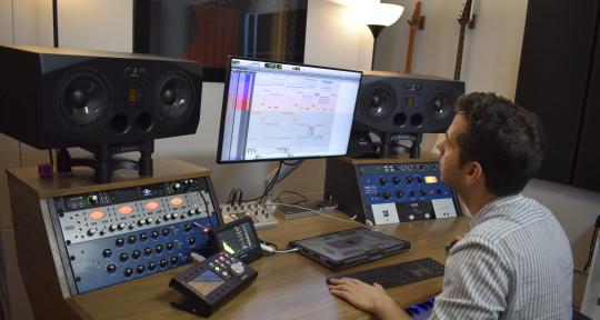 Photo of Shalev Alon mixing