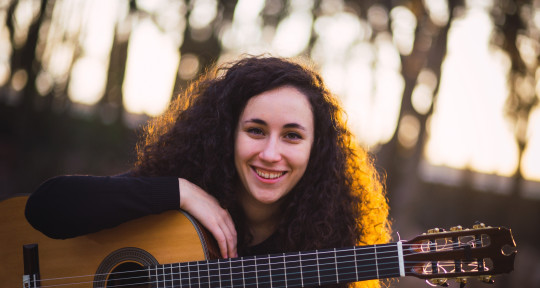 Nylon guitarist, transcriber - Carolina Díez