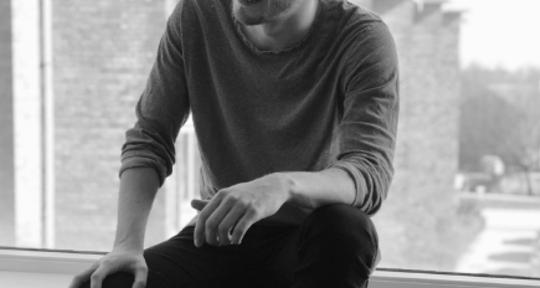Singer, topliner, Lyricist - Anders Bech