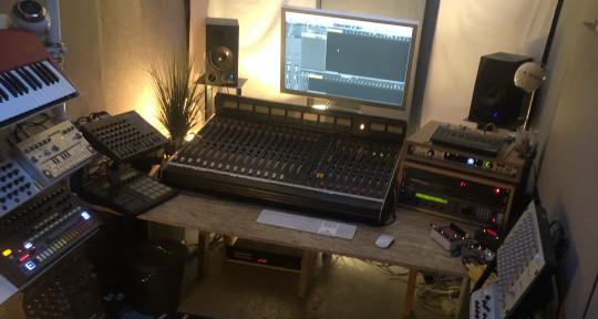House & Techno Mixdowns! - Adam Curtain