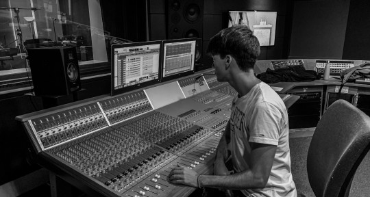 Production & Mixing - Félix Quintana