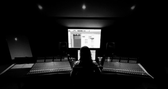 Mix Engineer - Chava Solis