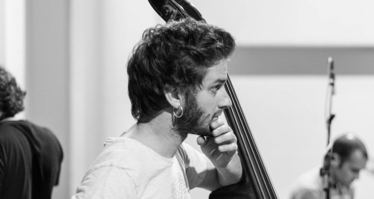 Double bass and electric bass - Jaume Guerra