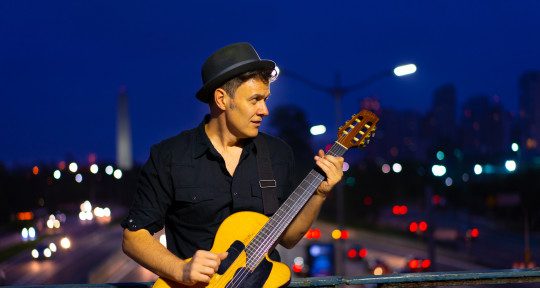 Acoustic guitar player, Singer - João Suplicy