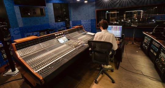 Mixer, Engineer, Sonic artist - Davide Ruffini