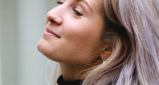 Singer/songwriter, vocalist - Le mer