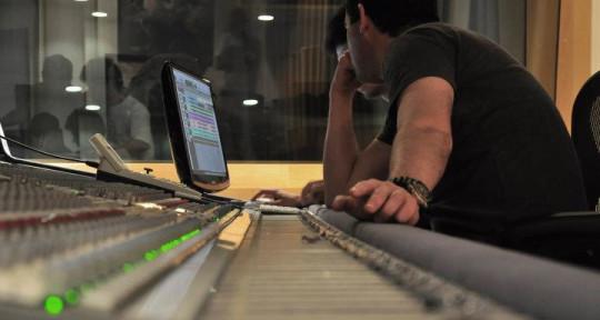 World Class Beat Maker - Tom Saboia