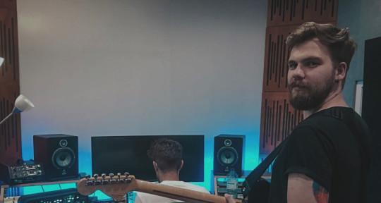 Professional Musician - Christian Tavares