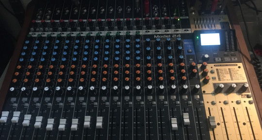 Mixing and mastering,Guitarist - Roadhouse Music