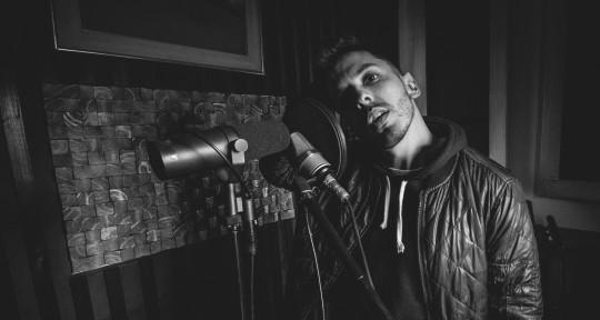 Singer-keys, composer, produce - Maxi Artale