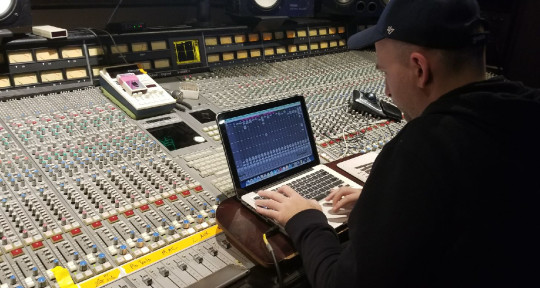 "Multi Platinum Mix Engineer - Steve ""The Sauceman"" Hybicki"