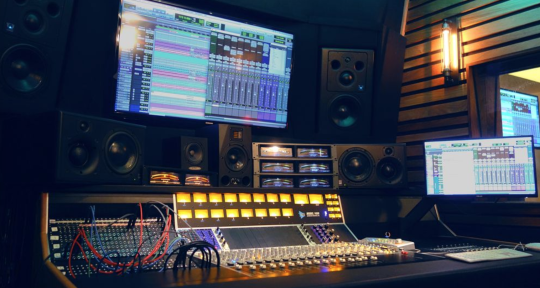 Mixing and mastering engineer - Ben Ech