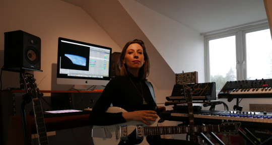 Guitars / synths / dreamscapes - Charlotte Hatherley