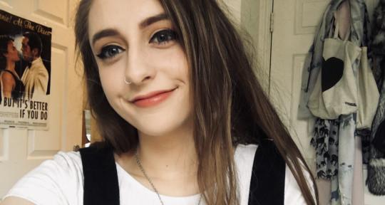 Vocalist, Pianist, Harmony - Charlotte