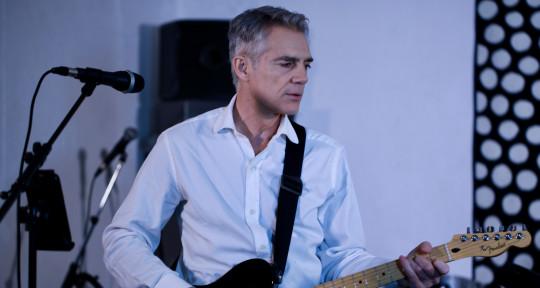 Songwriter, Singer, Guitarist - Steve MacDream Colours