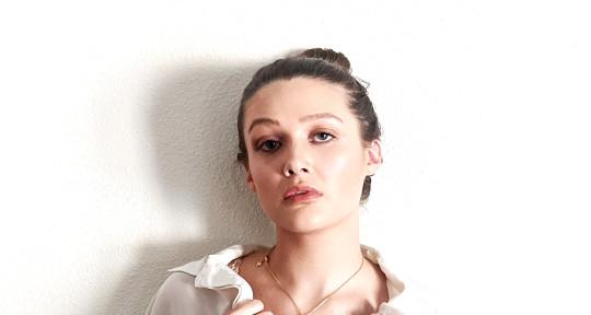 Topliner, Vocalist, Songwriter - Gracie Van Brunt
