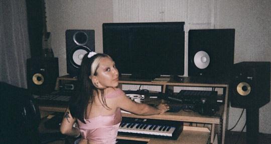 Singer & Songwriter - Taylor Belle