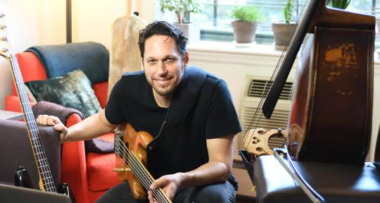 Upright & Electric Bass player - Daniel Ori