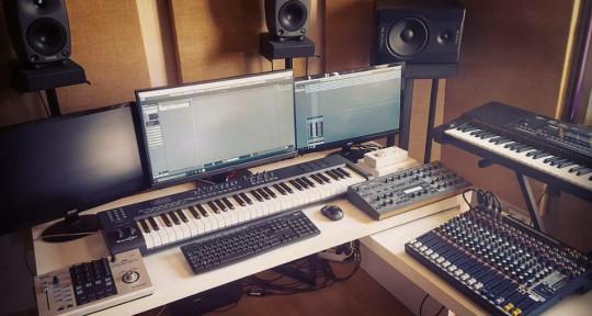 Mixer / Producer / Composer - Daniel de Noil
