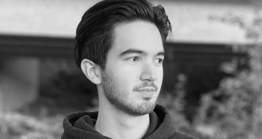 Mixing Engineer | Singer - Lucas Davies