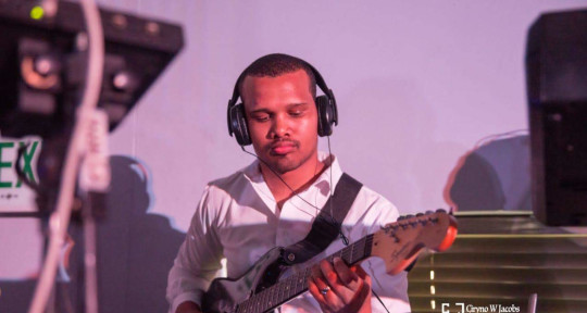 Recording Guitarist - Lorenzo