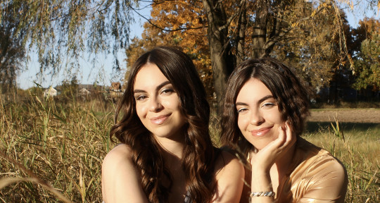 Twin Vocalists: BG-Harms-Leads - Anna and Bella