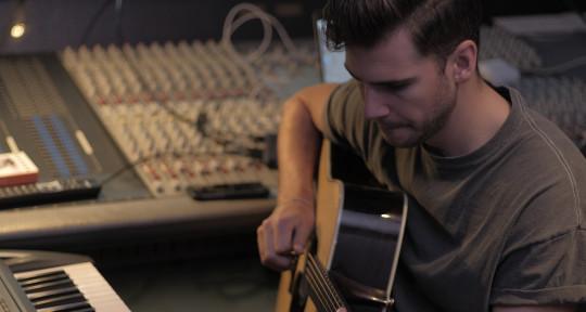 Vocalist, Songwriter, Guitars - Stef Classens
