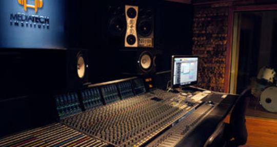 Recording Studio Engineer - Kadin Pakdimounivong