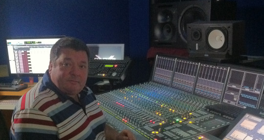World Class Mix Engineer 🌎🎶🎹🎵🎧 - Dave Ford