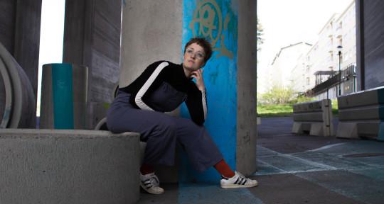 Vocalist, cinematic composer - Sara Alexandersson