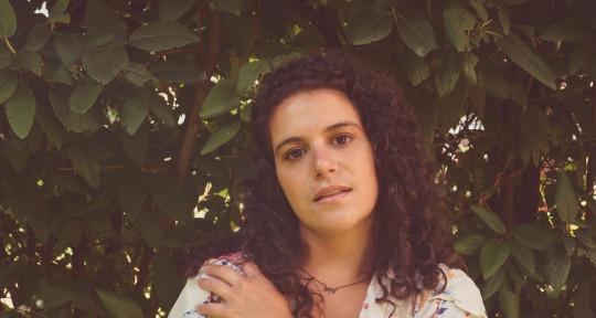 Singer/ Songwriter/ Artist - Meredith Shock