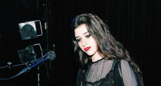 Session Singer+backing vocals - Mia