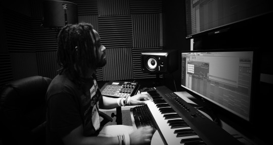 Genre Bender Music Producer - Khomplexx
