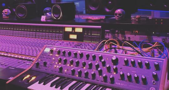 Producer/Engineer/Musician - Glenn MacRae