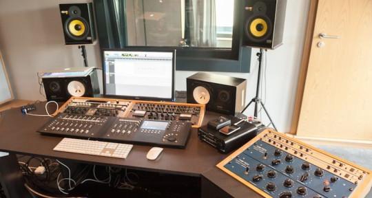 Music producer - Cando Kaendiz