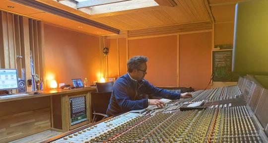 Mix Engineer - Barny Barnicott