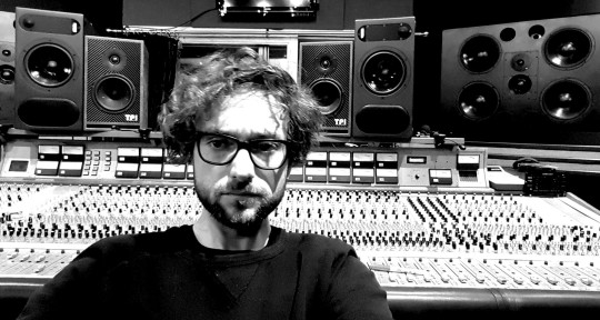 Music Producer, Mix Engineer - Nic Nell