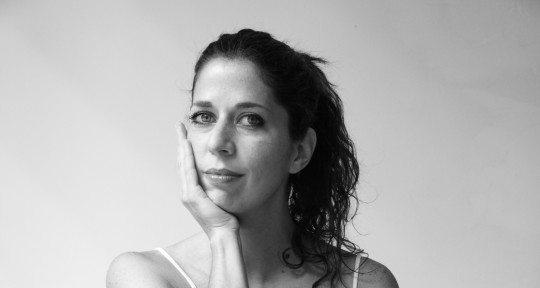 Bilingual singer, songwriter  - Flor Fränkel