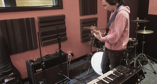 Producer & Multi-Instrumental - Bedroom Guitarist