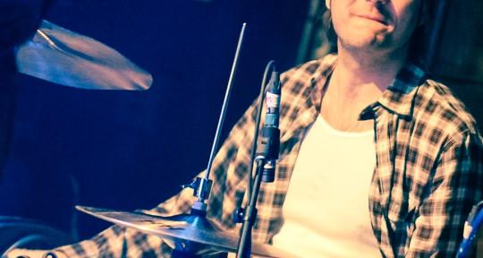 "Drums 2s&4s with Feel&Sound - Joe ""Backbeat"" Hertenstein"